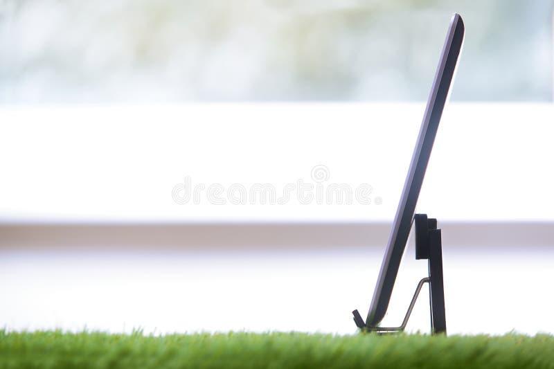 Digital-Tablette in einem Grasbüro stockfoto