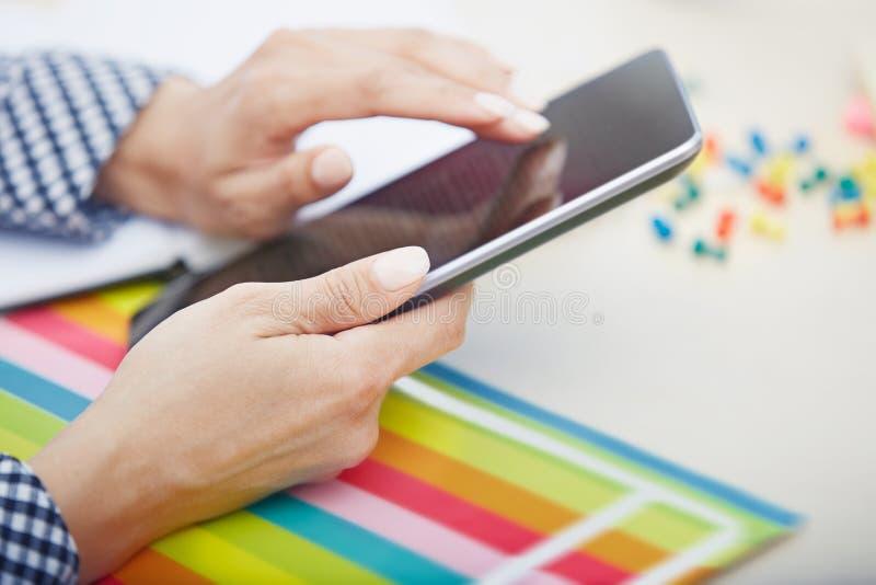 Digital-Tablette im Büro stockbilder