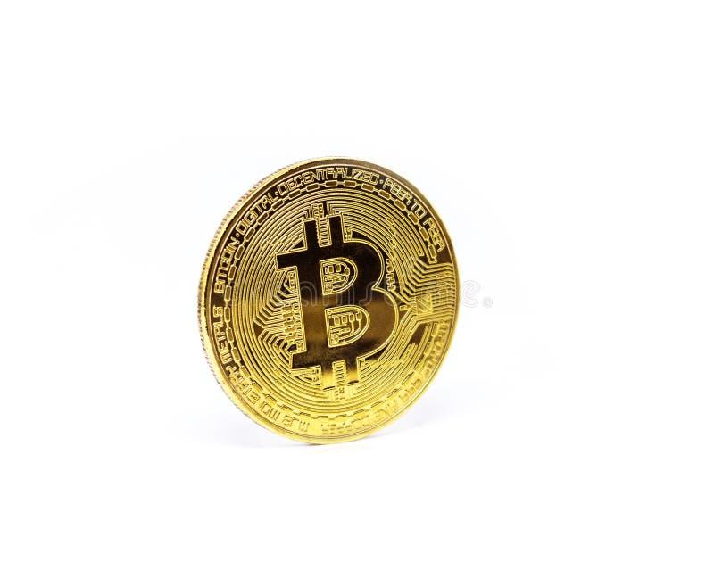 Digital valuta Cryptocurrency Guld- Bitcoin som isoleras på vit bakgrund arkivfoto