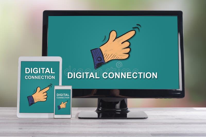 Digital-Verbindungskonzept auf verschiedenen Geräten stockfoto