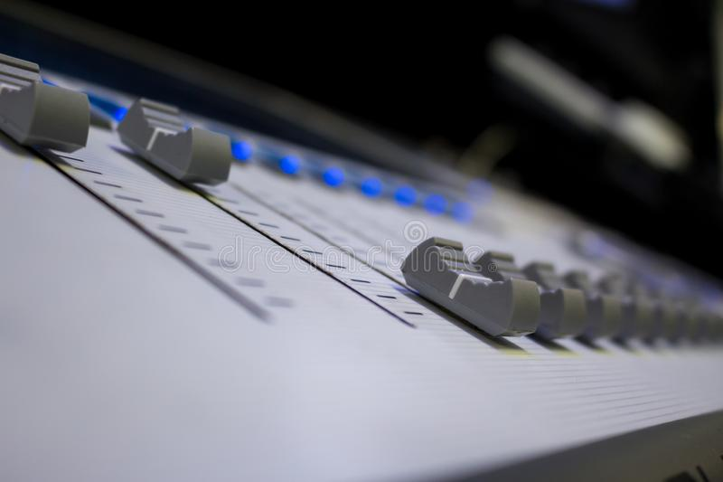 Digital yrkesmässigt ljud och konsol för belysningformgivare royaltyfri fotografi