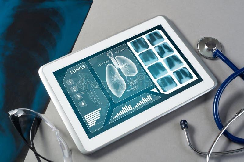 Digitala teknologier i medicin royaltyfri foto