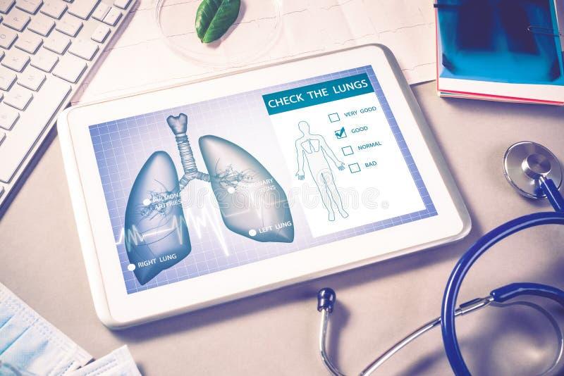 Digitala teknologier i medicin royaltyfria bilder