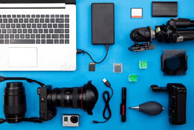 Digitale camera met lenzen en materiaal van professionele pho royalty-vrije stock foto's