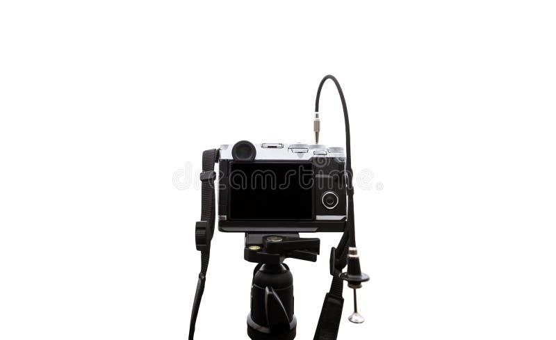 Digitale die camera op cameradriepoot, op witte achtergrond met exemplaarruimte wordt geïsoleerd stock fotografie