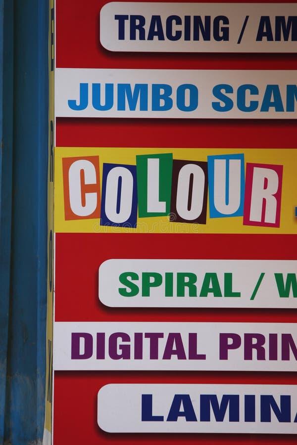 Digitale drukbanner in verschillende kleuren stock foto's