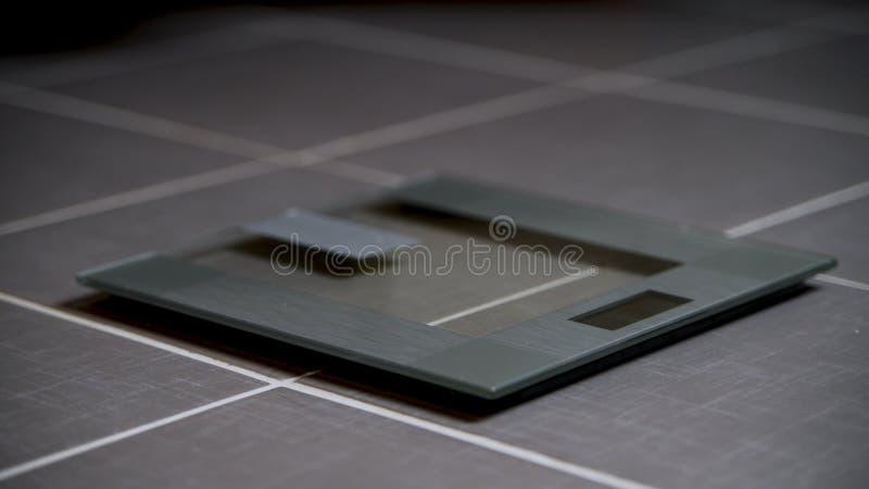 Digitale Gewichtsglasskalen des modernen Entwurfs lizenzfreies stockbild