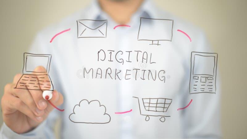 Digitale Marketing, Mens die op het transparante scherm schrijven stock foto's