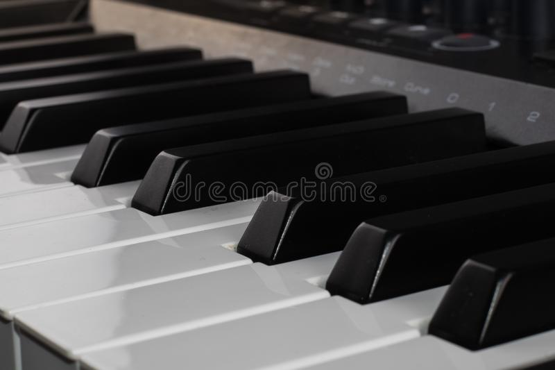 Digitale Musik der Midi-Prüfertastatur stockbilder