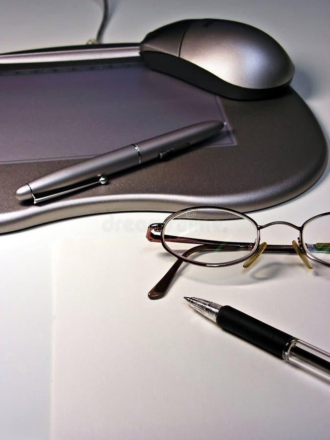 Digitale pen tegenover regelmatige pen royalty-vrije stock foto