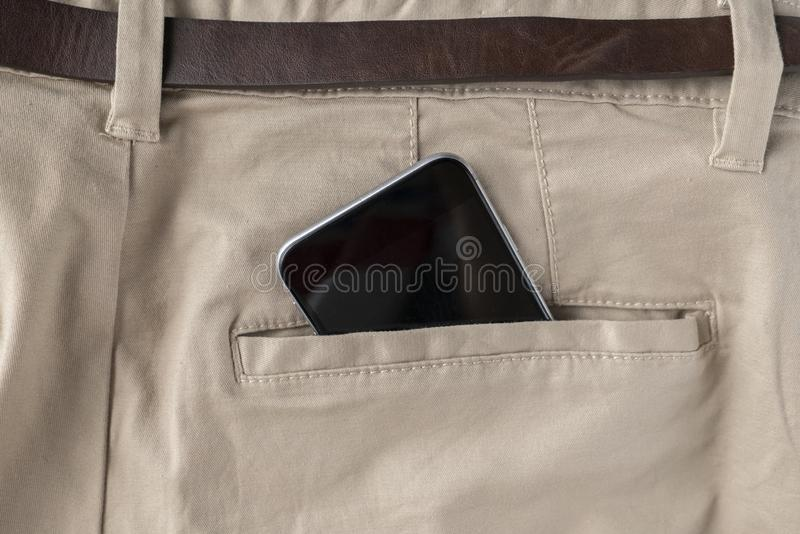 digitale spartphone in personen hijgt of jeans achterzak, moderne mededeling en Internet-verbindingen royalty-vrije stock afbeelding