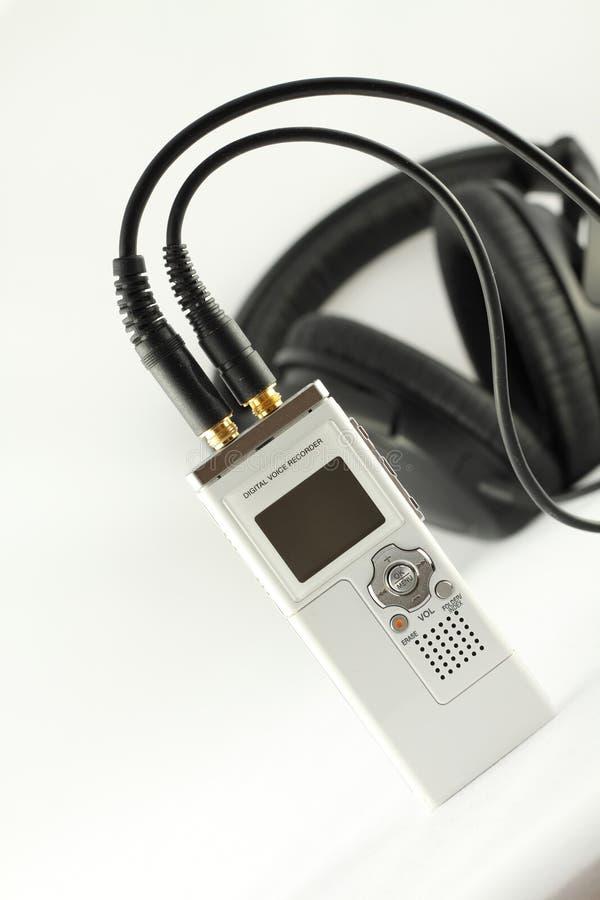 Digitale stemregistreertoestel en hoofdtelefoon. royalty-vrije stock afbeelding