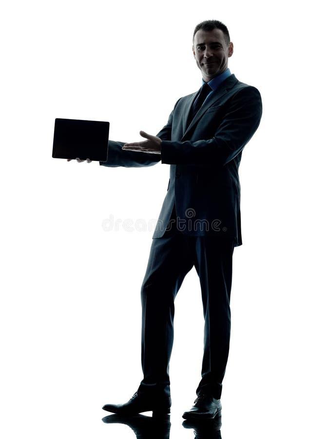 Digitale Tablette des Geschäftsmannes lokalisiert lizenzfreies stockbild