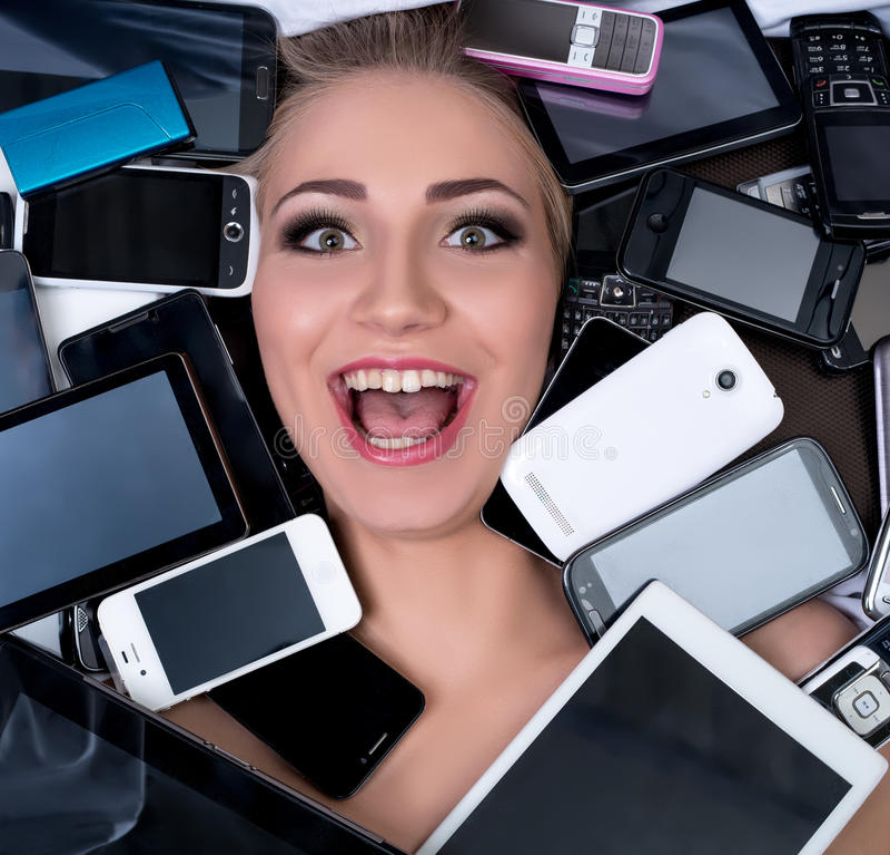 Digitale technologievooruitgang Het gelukkige klant stellen stock fotografie