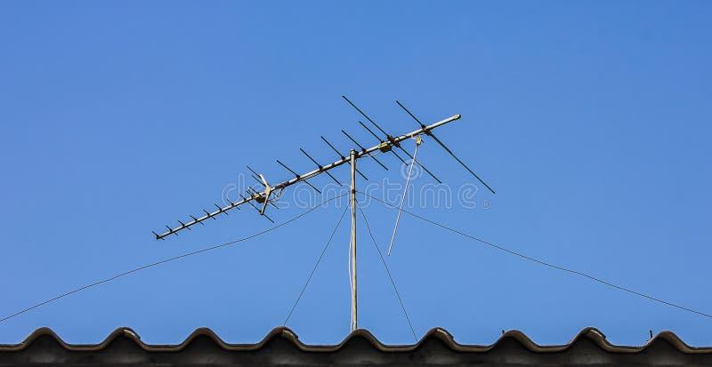 Digitale TV-antenne op het dak royalty-vrije stock fotografie