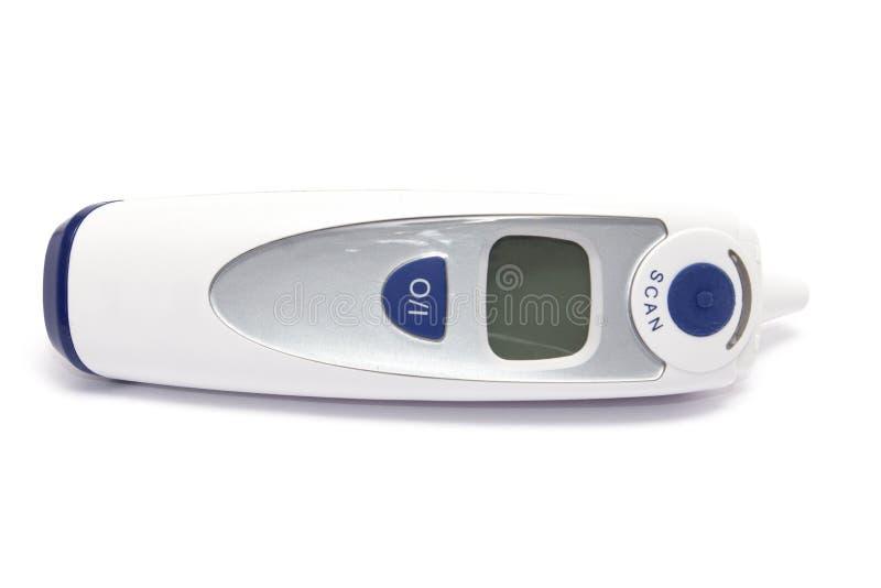 Digitale witte en blauwe die thermometer met vertoning over wh wordt geïsoleerd royalty-vrije stock foto