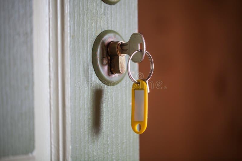 Digiti la porta Fuoco selettivo immagine stock