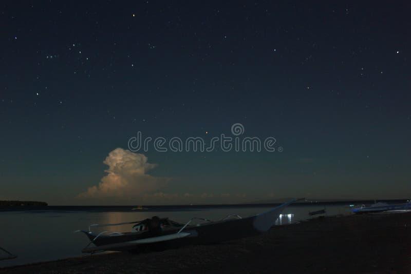 Digyo海岛在晚上 库存照片