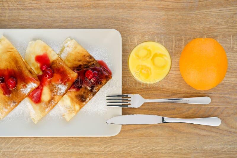 Dihs подачи ресторана с плодоовощ стоковое изображение
