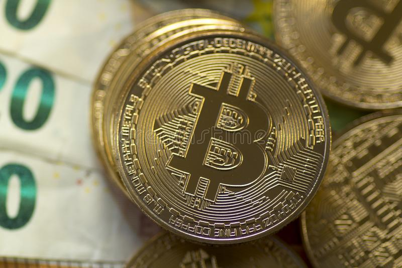 Dijital-Gold Bitcoin auf Euros Background stockbild