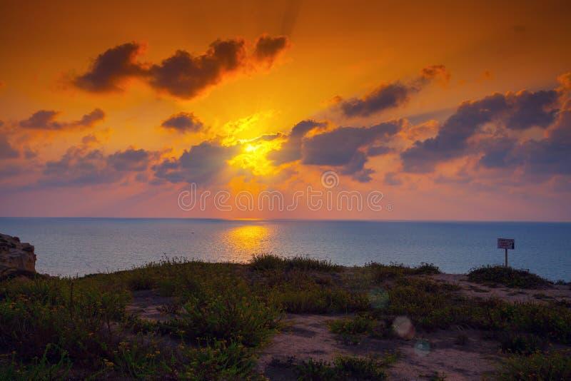 Dijk bij zonsondergang royalty-vrije stock afbeeldingen