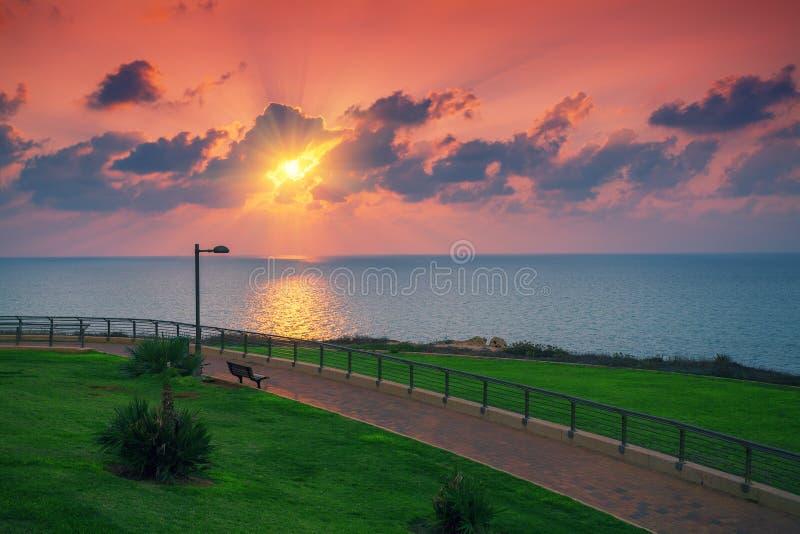 Dijk bij zonsondergang stock foto's