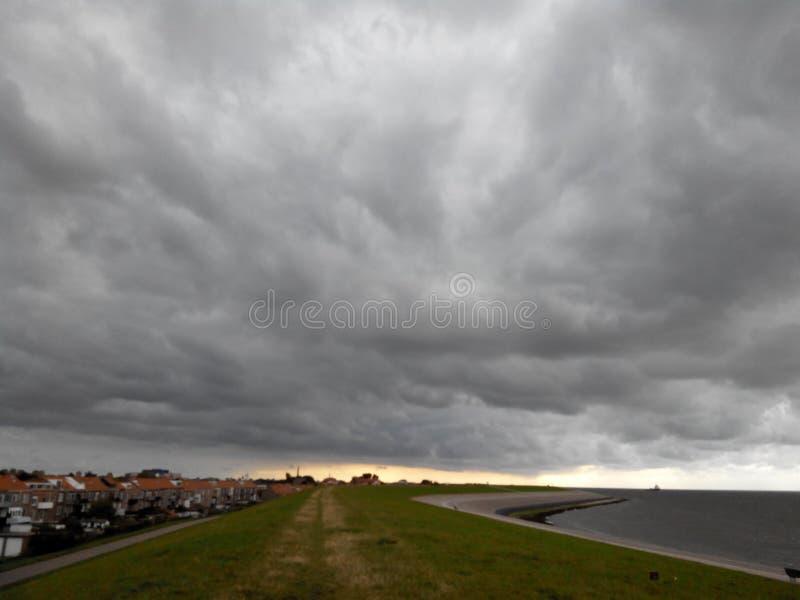 Dijk en Noordelijke overzees, Nederland, Den Helder royalty-vrije stock foto's