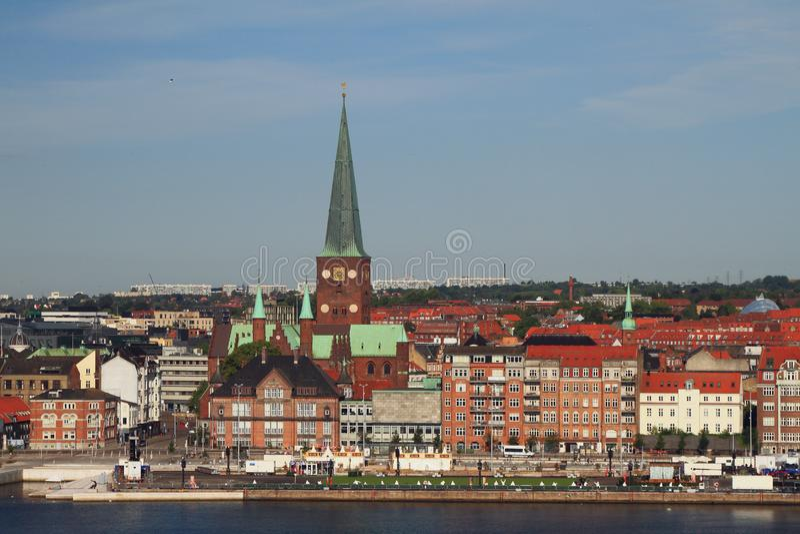 Dijk en stad Aarhus, Jutland, Denemarken stock afbeeldingen
