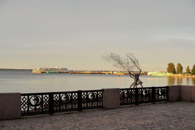 Dijk in Petrozavodsk royalty-vrije stock afbeeldingen