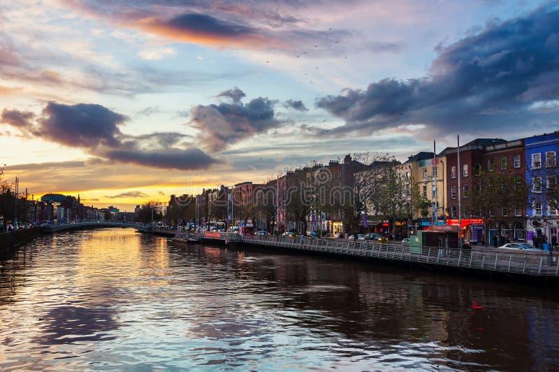 Dijk van Liffey-Rivier in Dublin, Ierland royalty-vrije stock fotografie