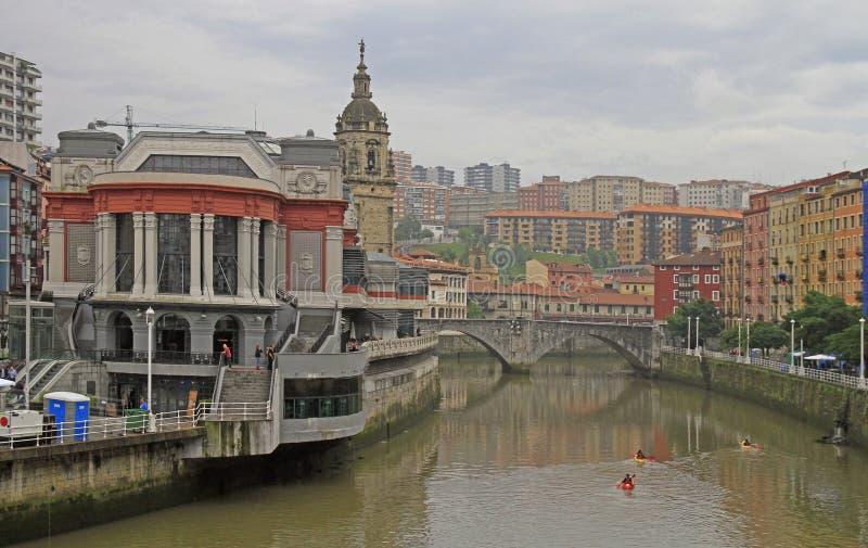 Dijk van rivier Nervion in stad Bilbao royalty-vrije stock foto's