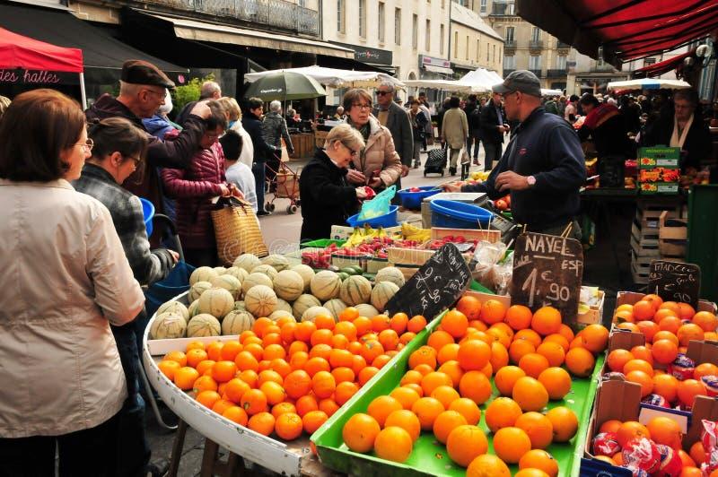 Dijon Frankrike - april 22 2016: marknad fotografering för bildbyråer