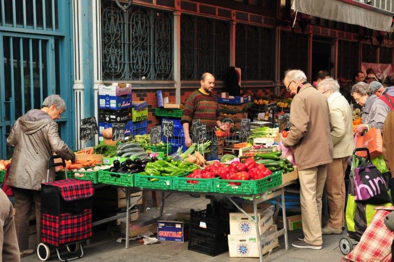 Dijon Frankrike - april 22 2016: marknad royaltyfri fotografi
