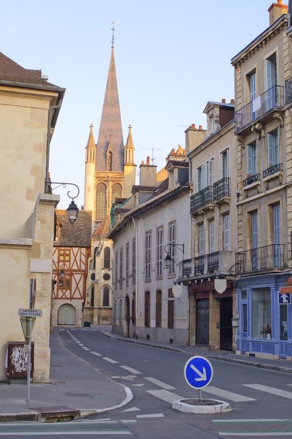 Dijon-Kirche am Sonnenaufgang lizenzfreie stockfotografie