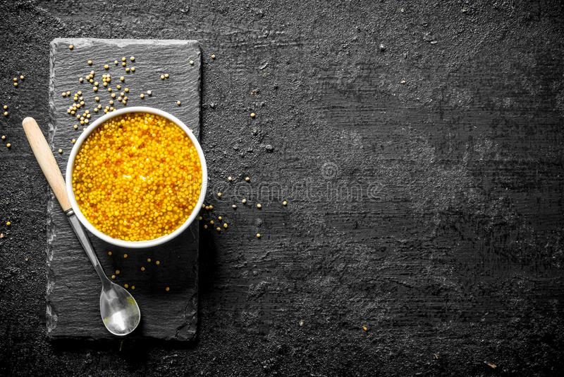 Dijon-Senf in der Schüssel stockfoto