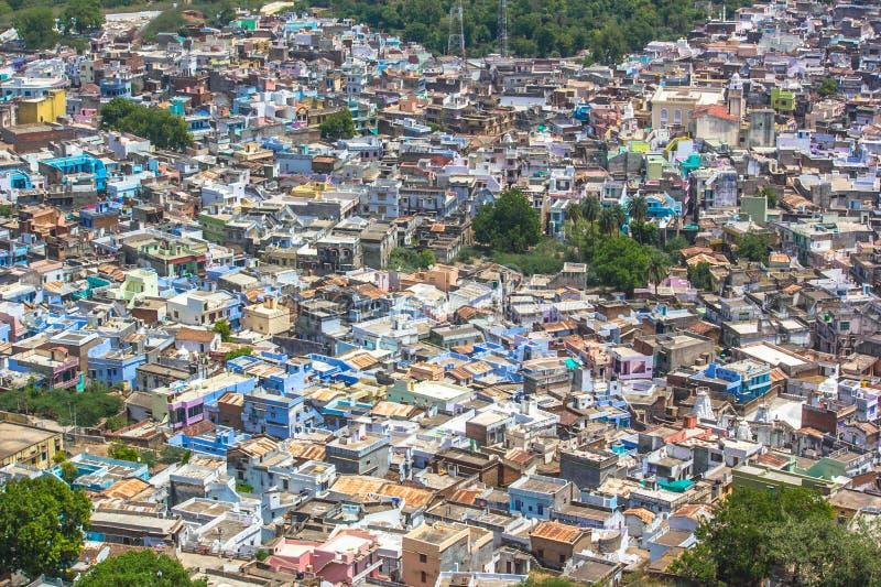 Dik bevolkte woonwijk India stock foto's