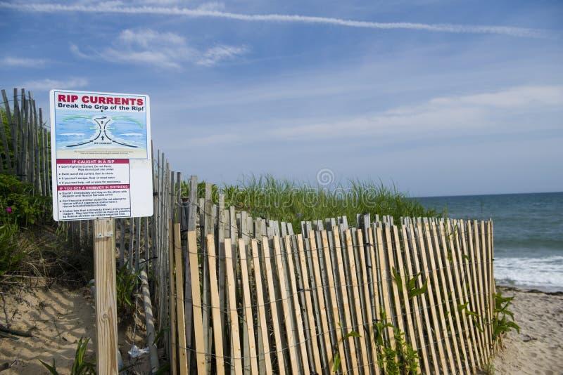 Dikeslättar sätter på land Montauk Long Island New York i Hamptonsen med sig för varning för revaström royaltyfri fotografi