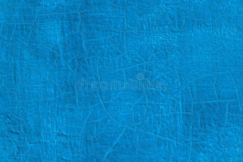 Dikke verse blauwe olieverf op de vlakke naadloze textuur van de staaloppervlakte met oude barsten onder het stock afbeeldingen
