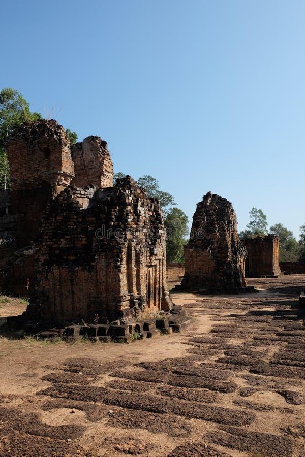 Dilapidé Khmer baray Bâtiment médiéval en briques Monument architectural photos stock