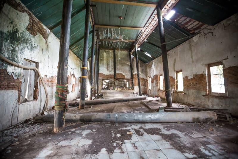 Dilapidated kerk in Wat Rat Bamrung Wat Ngon Kai - Samut Sakhon, Thailand royalty-vrije stock foto's