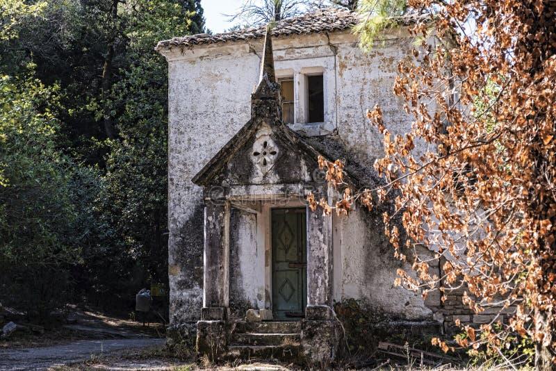 Dilapidated Plattelandshuisje in de Gronden van het Mon-Rustpaleis in Korfu Griekenland royalty-vrije stock afbeelding