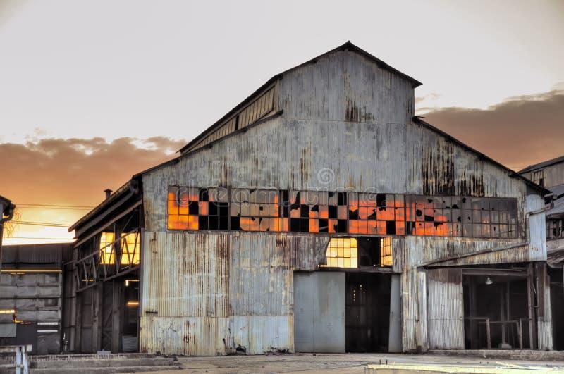 Dilapidated zonsondergang/zonsopgang stock afbeelding