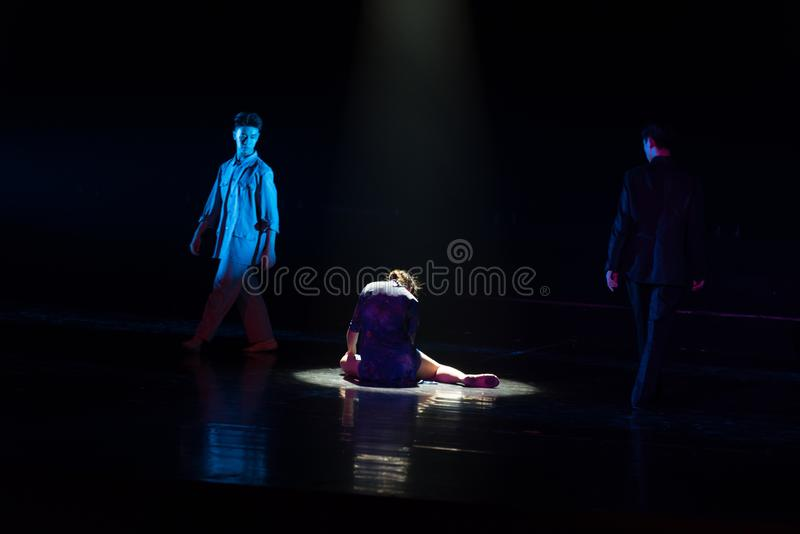 dilemme--Âne de drame de danse obtenir l'eau images libres de droits