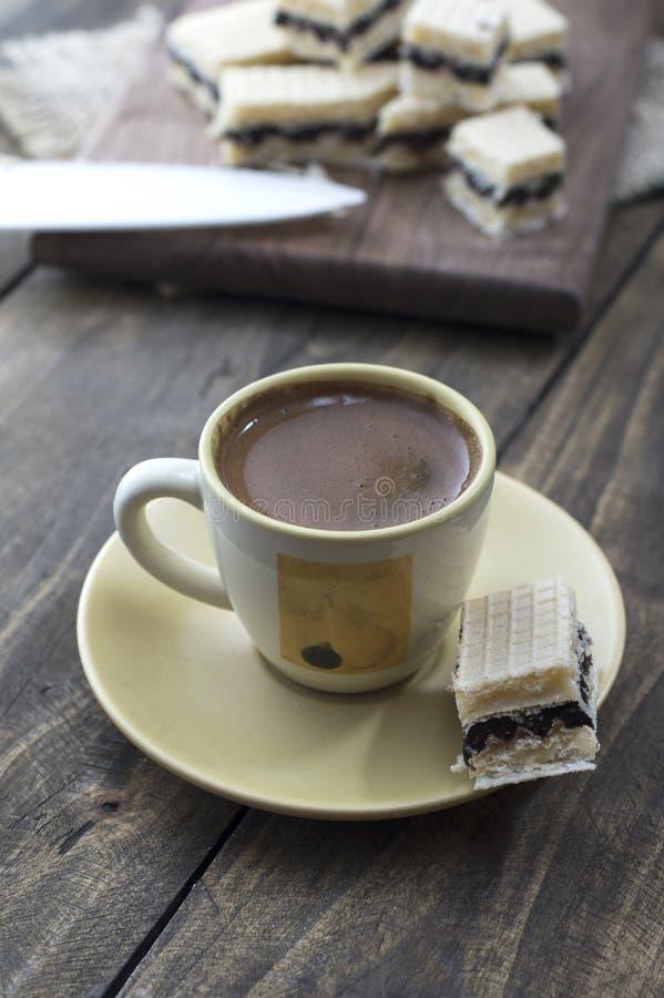Dillandekaka med choklad royaltyfria bilder