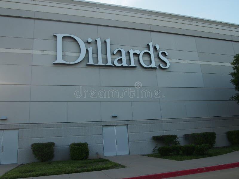 Dillard assina dentro o shopping de StoneBriar fotografia de stock