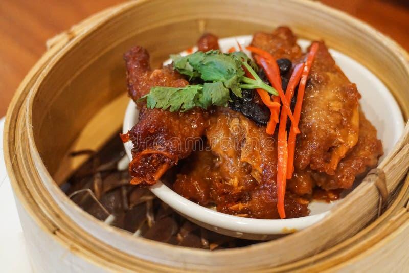 Dim sum chinois de pieds de poulet images libres de droits