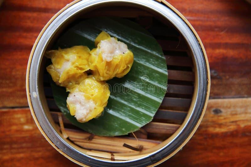 Dim sum cozinhado chinês das bolinhas de massa da carne de porco imagens de stock royalty free