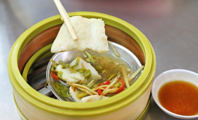 Dim sum cozinhado das bolinhas de massa dos peixes, estilo chinês do alimento imagens de stock