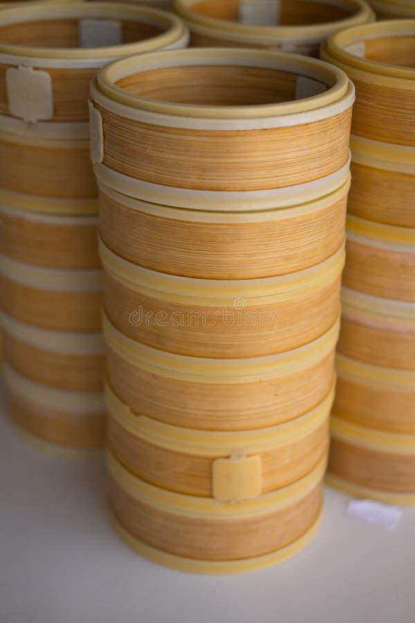 Dim Sum e cesta da bolinha de massa feita do bambu imagem de stock royalty free