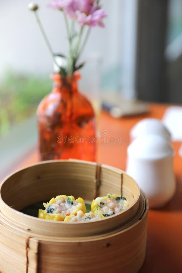 Dim sum en la cesta de madera, comida china imágenes de archivo libres de regalías
